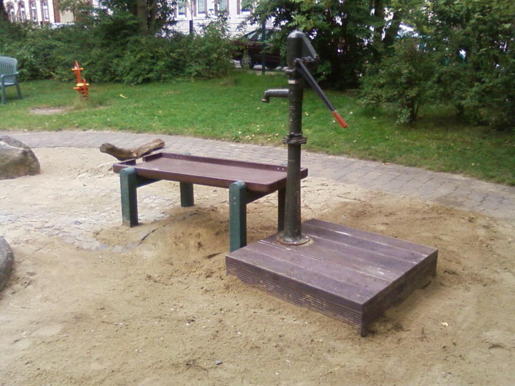 Eine alte Anlage mit neuen Tischen versehen