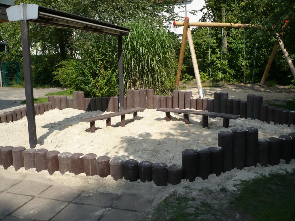 Sandkasten mit Recyclingkunststoff-Palisaden