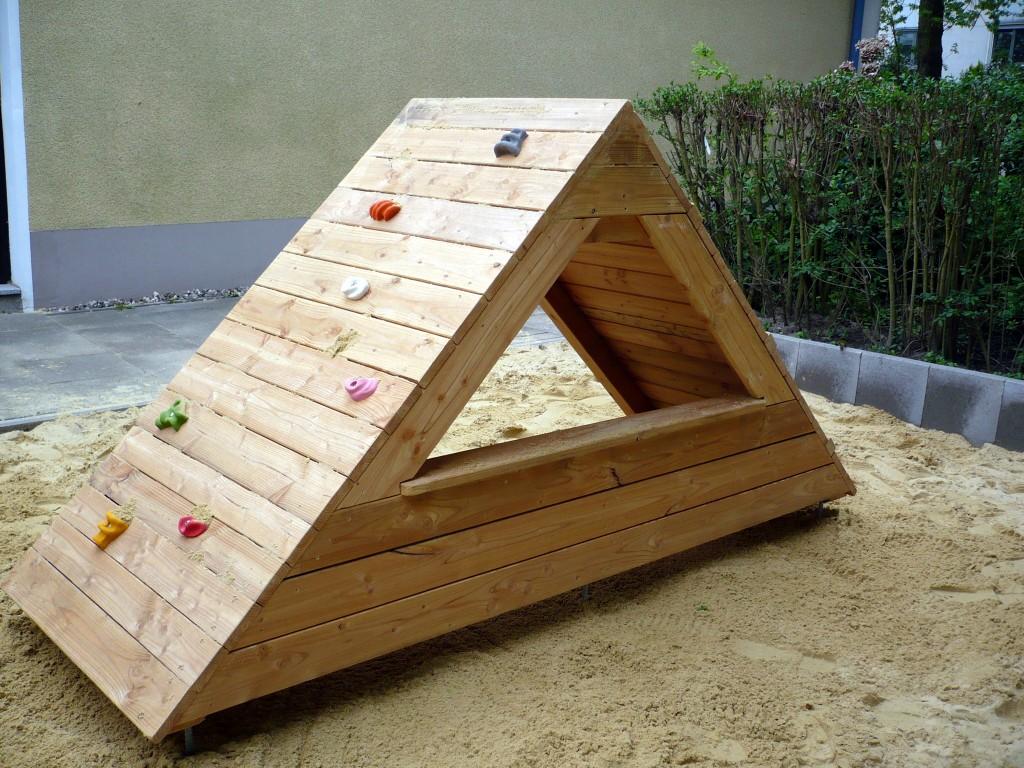 Dachhaus mit Klettersteinen