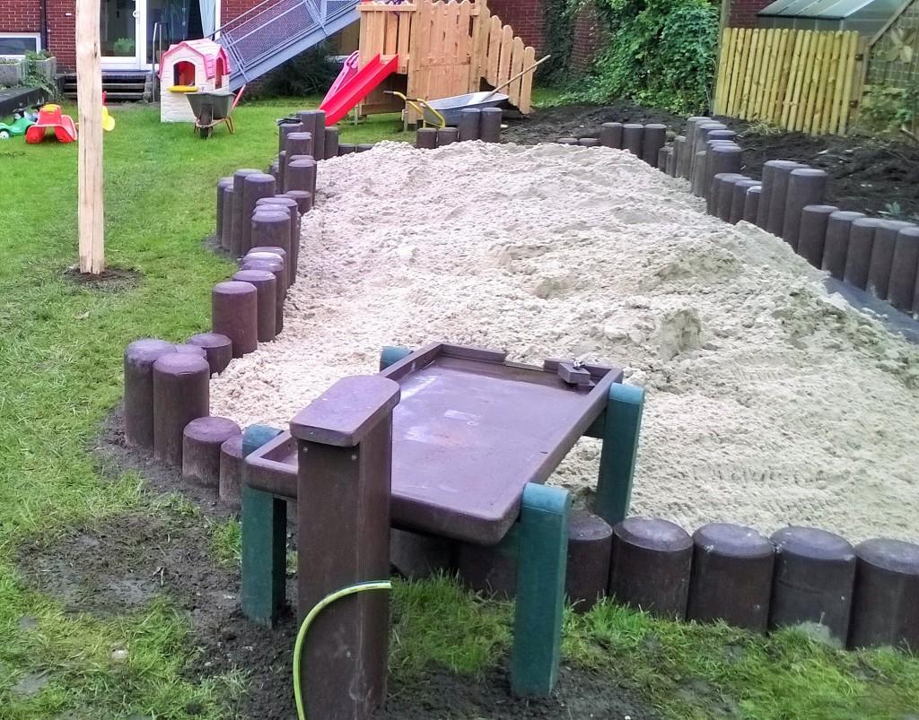 Sandkasten mit Matschanlage