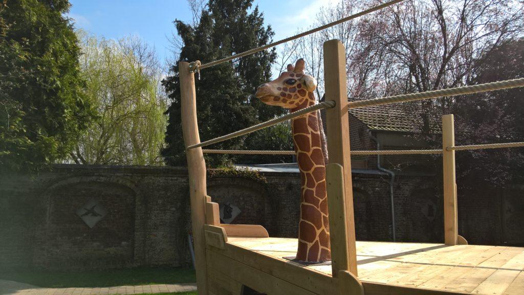 Bug des Schiffes mit Giraffe